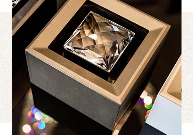 Formatervezett kristály spot bronz eloxált felülettel